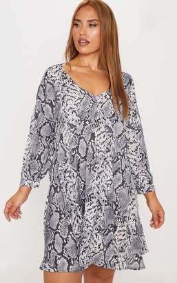 PrettyLittleThing Plus Grey Snake Print Long Sleeve Shift Dress