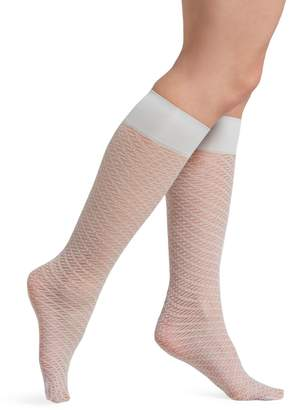 96164869f Hue Women's Two-Tone Scroll Net Knee-High Socks