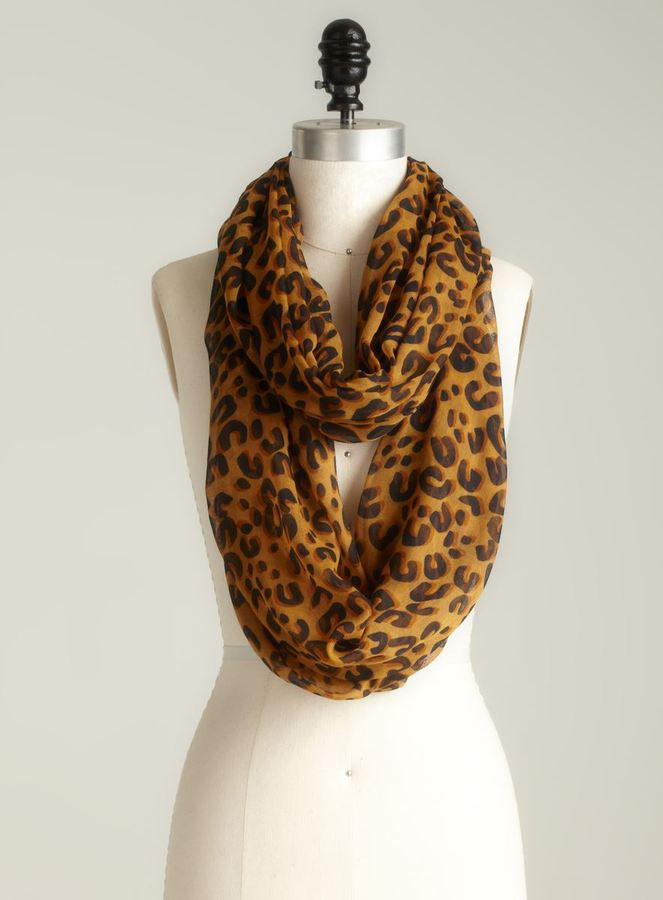 David & Young Leopard Printed Infinity Scarf