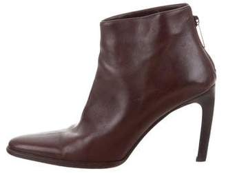 Gucci Leather Pointed-Toe Ankle Boots