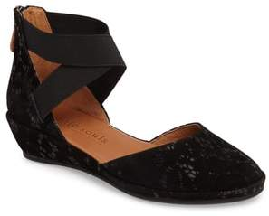 Gentle Souls by Kenneth Cole Noa Cross Strap Wedge