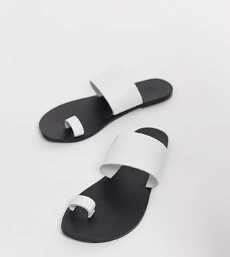 Asos Design DESIGN Wide Fit Faro leather toe loop flat sandals