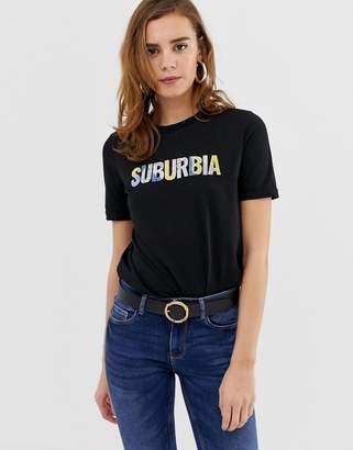 Pieces Nikita suburbia print t-shirt