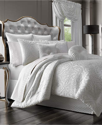J Queen New York Astoria Queen 4-Pc. Comforter Set Bedding