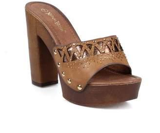 Nature Breeze Cut-out Design Women's Clog Heels Sandals in Tan