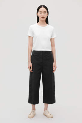 Cos BUTTON-DETAIL CROPPED TROUSERS