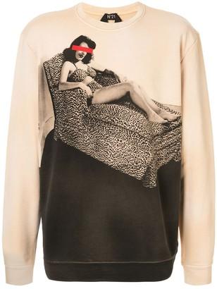 No.21 pin-up girl print sweatshirt