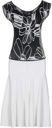 Huit .8! POINT 3/4 length dresses