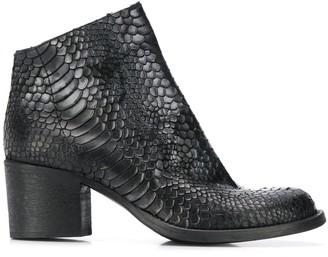 Strategia snakeskin effect boots