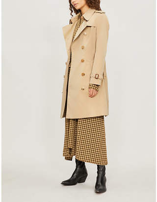 at Selfridges · Burberry Womens Beige Check The Heritage Chelsea Cotton-Gabardine  Trench Coat 63dbfe11c47