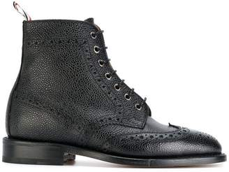 474971e3a437 Thom Browne Wingtip Brogue Boot With Leather Sole In Black Pebble Grain