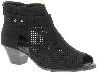 Earth Intrepid (Women's) $119.95 thestylecure.com