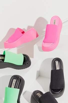 7360c3896 Steve Madden UO Exclusive Slinky Platform Sandal