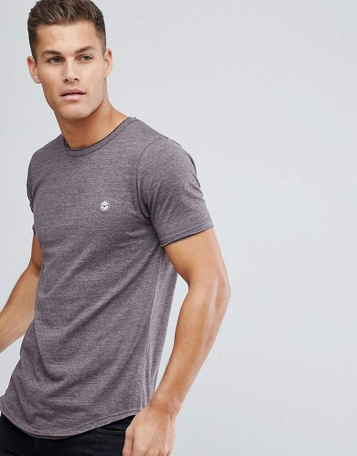 – Lang geschnittenes T-Shirt mit unverarbeiteten Kanten