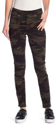Levi's Camo Printed Pull-On Pants