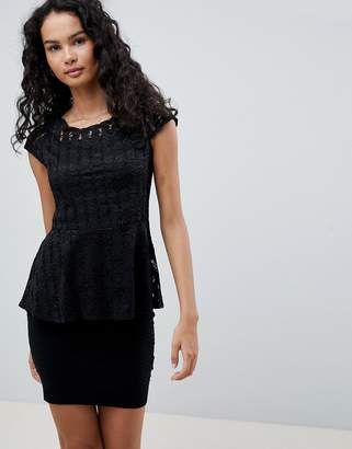 QED London Lace Cap Sleeve Top With Peplum