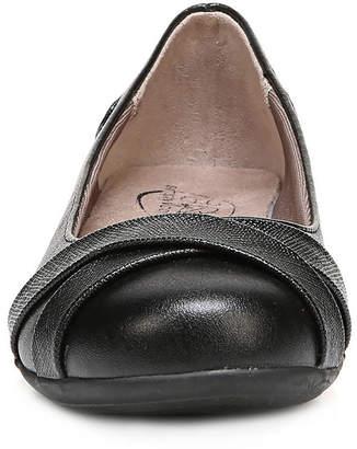 dbce4ceceeed LifeStride Womens Adalene Slip-on Round Toe Ballet Flats