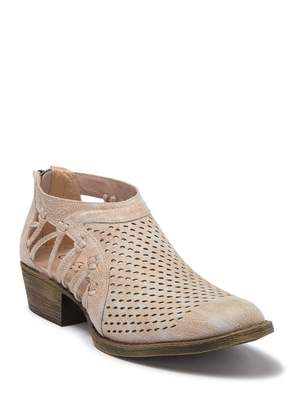 Coconuts by Matisse Lilah Pointed Toe Bootie