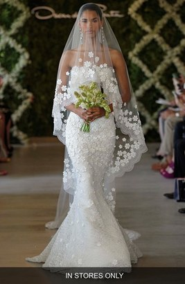 Women's Oscar De La Renta 'Snowflake' Applique Veil $3,290 thestylecure.com