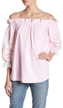 Romeo & Juliet Couture Off-the-Shoulder Ruffle & Lace Blouse