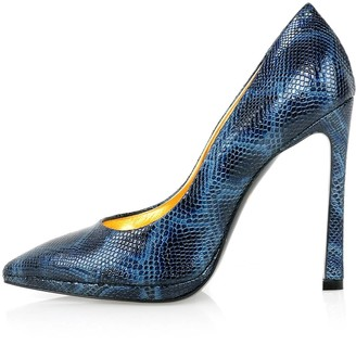 Kim Kwang Python Effect Leather Pointy Pumps