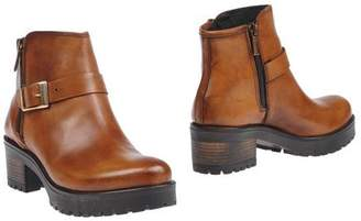 Andre Ankle boots