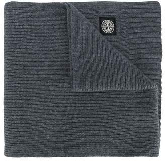 Stone Island Junior logo ribbed knitted scarf