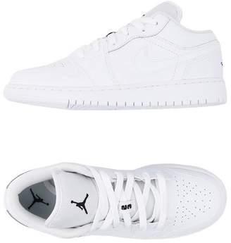 Jordan Low-tops & sneakers