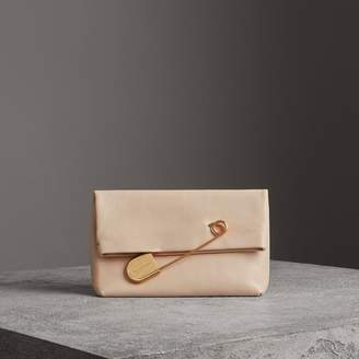 Burberry The Medium Pin Clutch in Leather