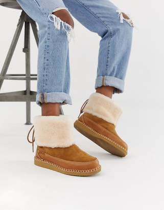 UGG Quinlin Fluff Boot in Chestnut
