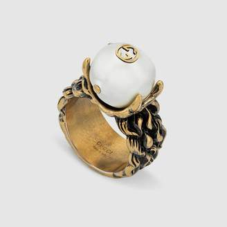 Gucci Textured ring with cream glass pearl