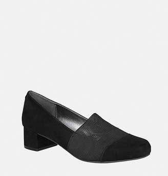 Avenue Sabina Stretch Vamp Pump