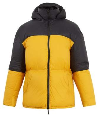 Raey Contrast Panel Quilted Down Jacket - Mens - Black Yellow