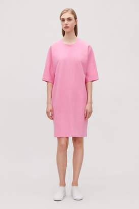 Cos TEXTURED KIMONO-SLEEVED DRESS