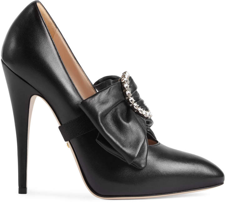 Leather pump with removable leather bow