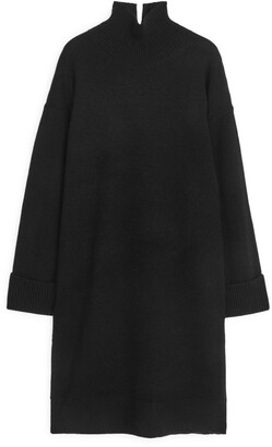 Arket Relaxed Knitted Dress