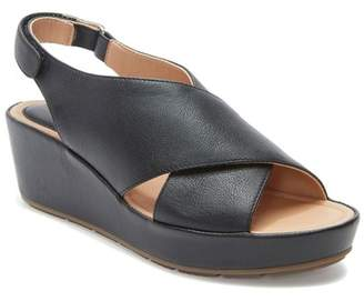 Me Too Arena Wedge Sandal (Women)