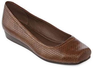 Yuu Womens Impress Slip-On Shoe Square Toe