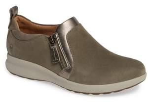 Clarks R) Un Adorn Zip Sneaker