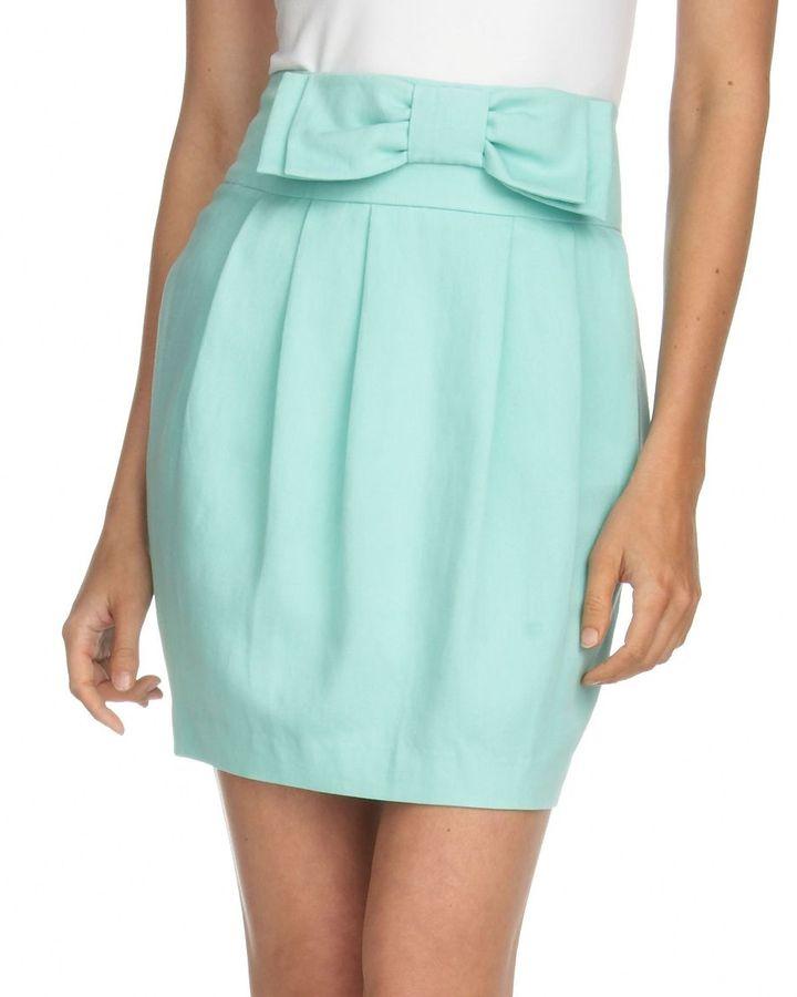 Plastic island pleated skirt