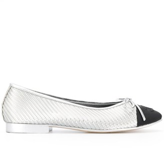 Chanel Pre-Owned 2010's contrasting cap toe ballerinas