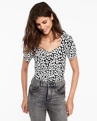 Express Print Sweetheart Neck Puff Shoulder Tee