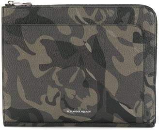camouflage print clutch bag - Green Alexander McQueen 8hDTnUC
