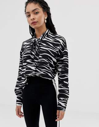 Minimum Moves By zebra stripe shirt