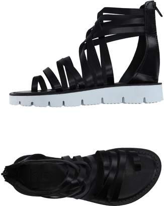 Islo Isabella Lorusso Toe strap sandals