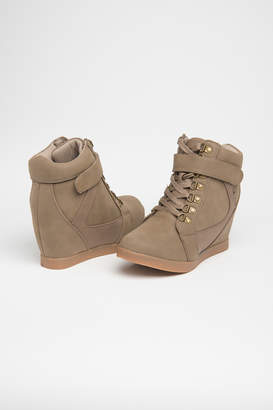 Ardene Laced Wedge High Tops