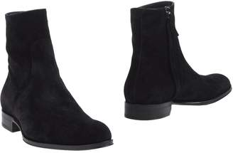 Mr. Hare Ankle boots