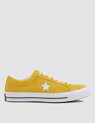 Converse One Star Sneaker in Mineral Yellow