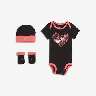 Nike Doodle Heart Three-Piece Infant/Toddler Set