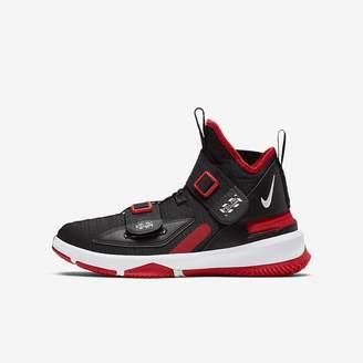 Nike Big Kids' Basketball Shoe LeBron Soldier 13 FlyEase
